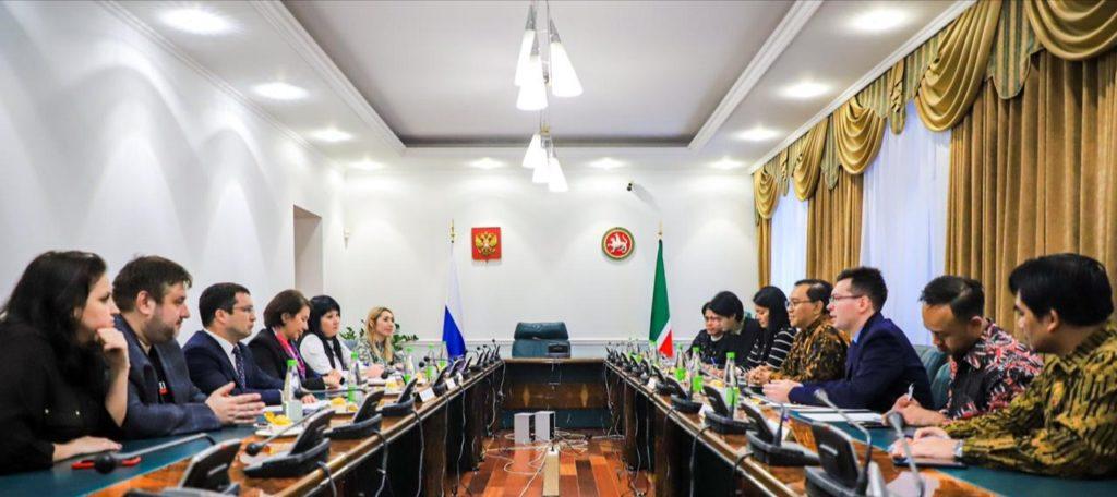 Pertemuan Wakil Kepala Perwakilan RI Azis Nurwahyudi dan Sutradara Lola Amaria dengan Menteri Kebudayaan Republik Tatarstan Irada Ayupova
