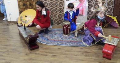 Keragaman Budaya Indonesia Meriahkan International Day pada British School Tashkent