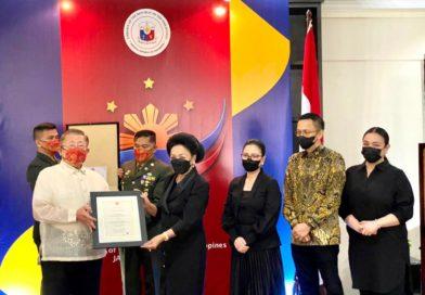 """Filipina Anugerahi Tanda Jasa Tertinggi """"Sikatuna Rank of Datu (Gold Distinction)"""" untuk Almarhum Dubes RI Filipina"""
