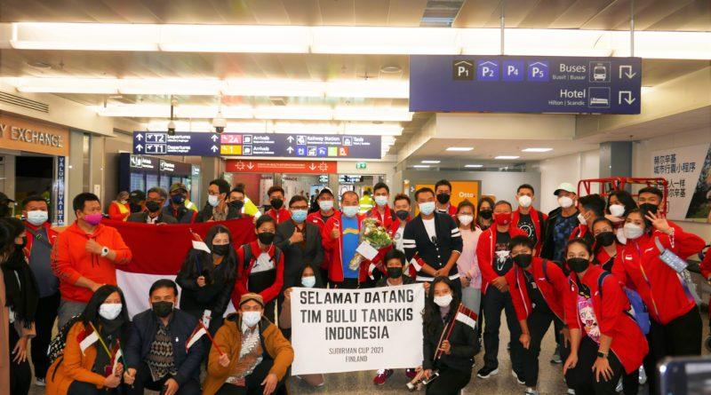 Tim Bulu Tangkis Sudirman Cup 2021 Haru Disambut Hangat Masyarakat Indonesia di Finlandia Meskipun Sempat Mengalami Ketegangan Dalam Pesawat!