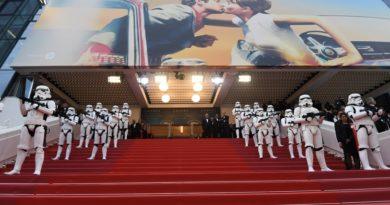 7793414738 les stormtroopers de star wars sur les marches du palais des festivals a cannes le 15 mai 2018